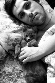 hotguyswithcats.com