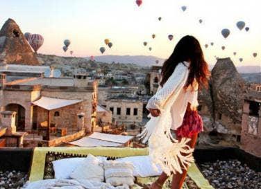 4 ways romance independent women theyll fall love