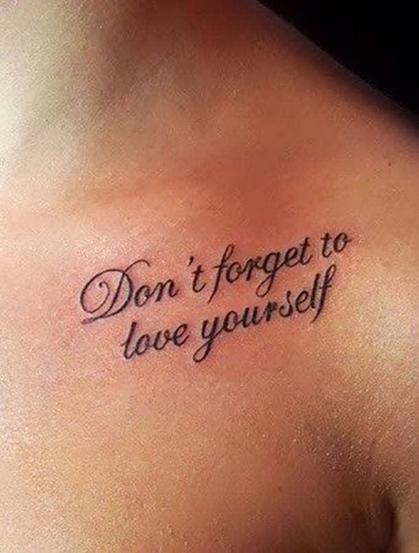 Tatuaje de cita de amor propio