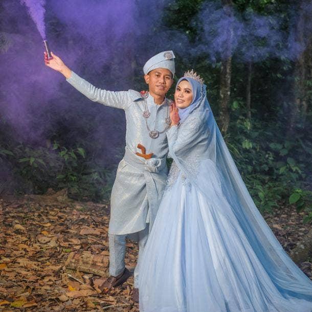 halloween wedding ideas smoke bomb