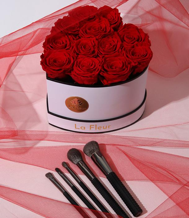 Laruce x La Fleur Lifetime Roses & Makeup Brush Gift Set