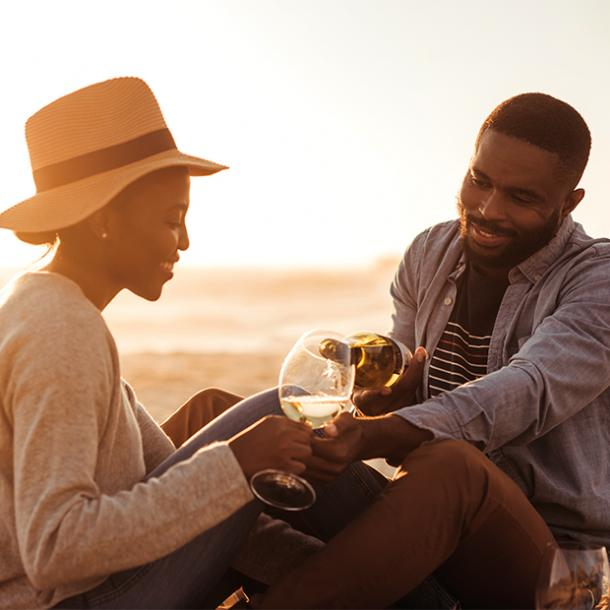 how many dates before relationship couple pouring wine on beach date