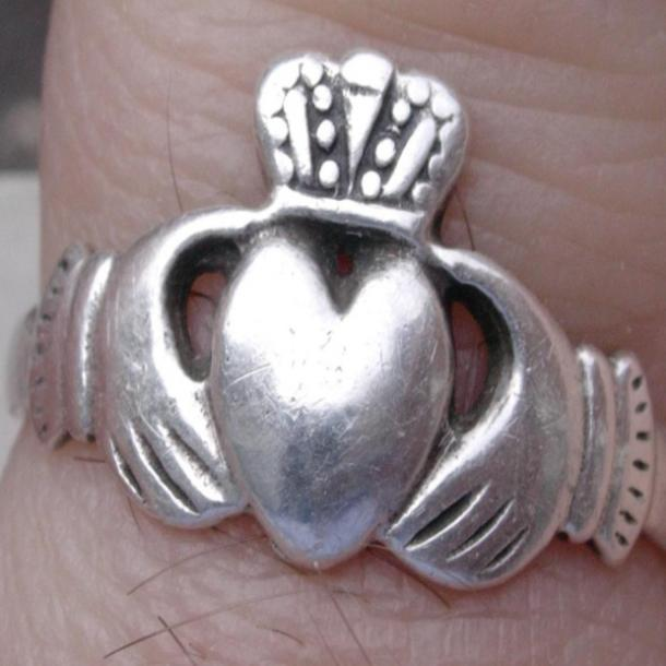 ring of claddagh love symbol
