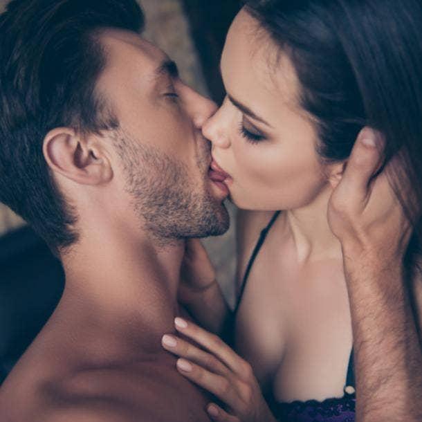 Comme le Bélier embrasse French kiss