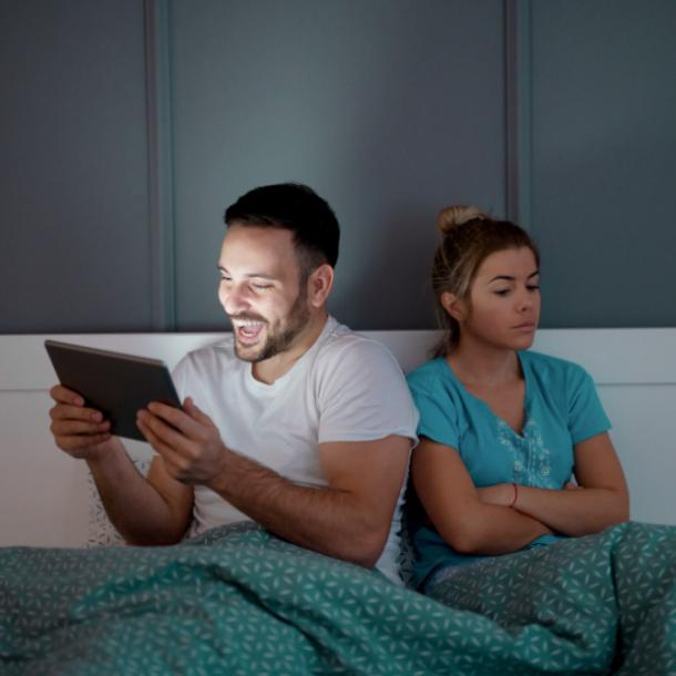 couple in bed doesn't care about the relationship