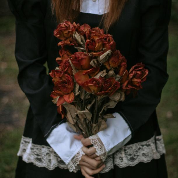 halloween wedding ideas dried flower bouquet