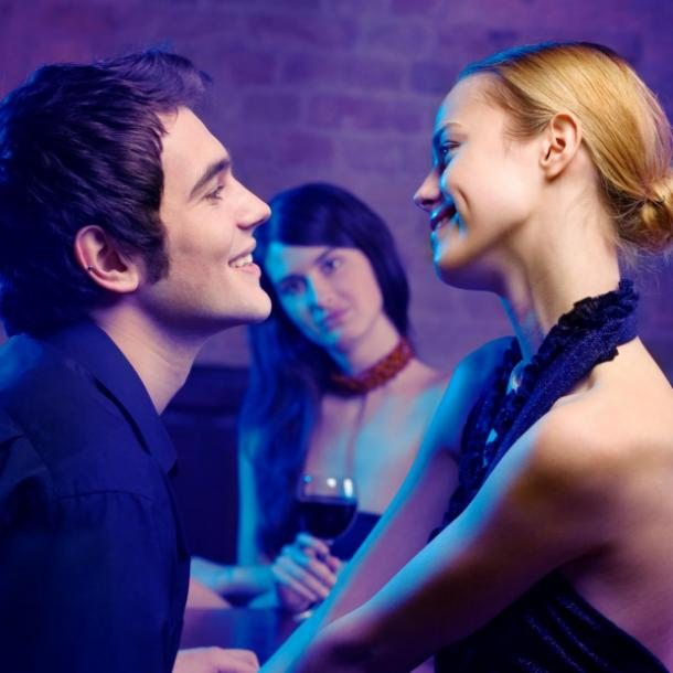 man flirting sign he doesn't care about the relationship