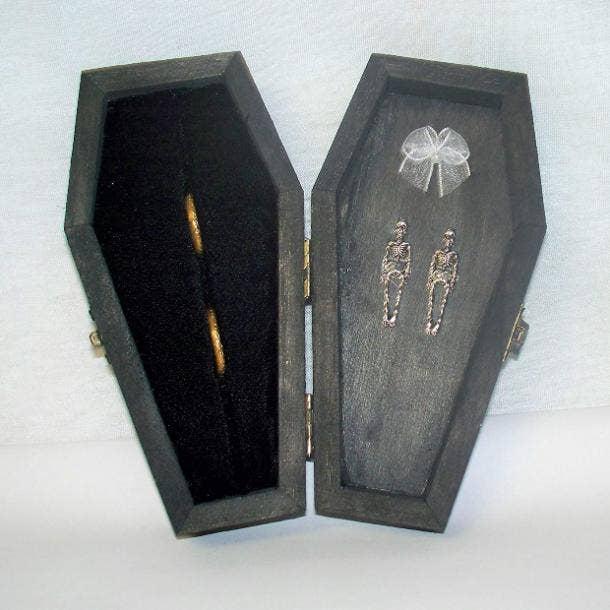 halloween wedding ideas ring box