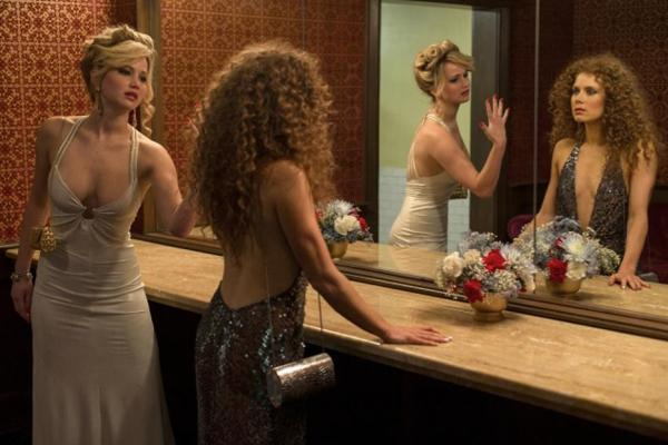 20. Jennifer Lawrence and Amy Adams kissing in American Hustle