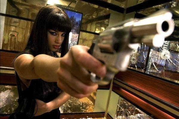 Alicia Keys in Smoking Aces