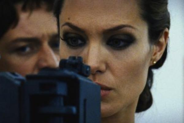 angelina jolie wanted eye makeup