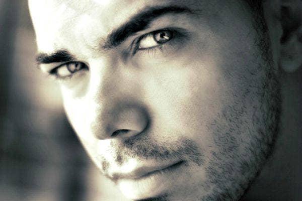 Very intense eye-seduction photo.