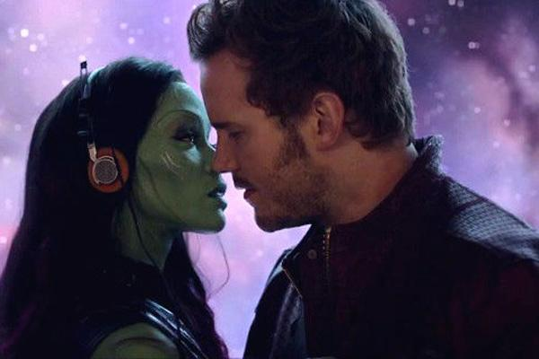 Gamora and Star-Lord (Zoe Saldana and Chris Pratt) in 'Guardians Of The Galaxy' about kiss and show their romance