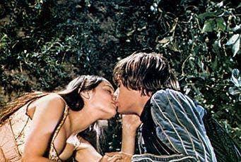"<a href=""http://www.fanpop.com/clubs/1968-romeo-and-juliet-by-franco-zeffirelli/images/21275420/title/romeo-juliet-photo"">fanpop.com</a>"