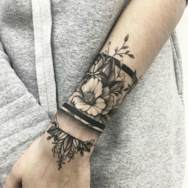cca1e26c7d632 15 Wrist Tattoo Ideas That Are PERFECT For Summer | YourTango