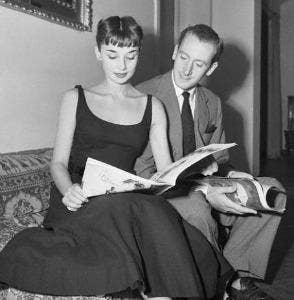 "<a href=""http://www.fanpop.com/clubs/audrey-hepburn/images/22901847/title/audreys-romantic-life-with-james-hanson-1952-1953-photo"" target=""_blank"">fanpop.com</a>"