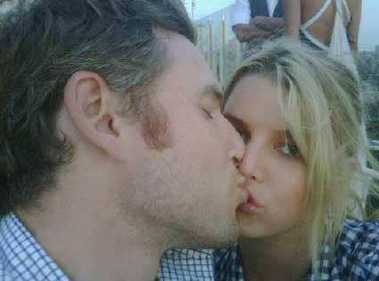 "<a href=""http://www.eonline.com/news/193219/jessica-simpson-most-awkward-kiss-ever"">eonline.com</a>"