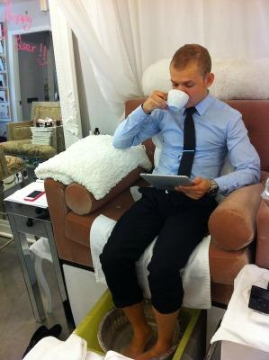 """<a href=""""http://thestudiobymdm.com/2011/11/07/man-pedicures-at-the-studio-by-mikadoesmakeup/"""">thestudiobymdm.com</a>"""