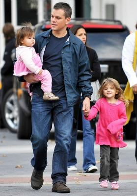 "<a href=""http://hollywoodlife.com/2010/12/14/matt-damon-daughters-wrapped-around-fingers/"">Hollywoodlife.com</a>"