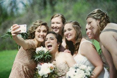"<a href=""http://www.weddingphotoswap.com/blog/view/just-married-the-wedding-selfie-takeover/#.UtV6EPRDtLo"" target=""_blank"">weddingphotoswap.com</a>"