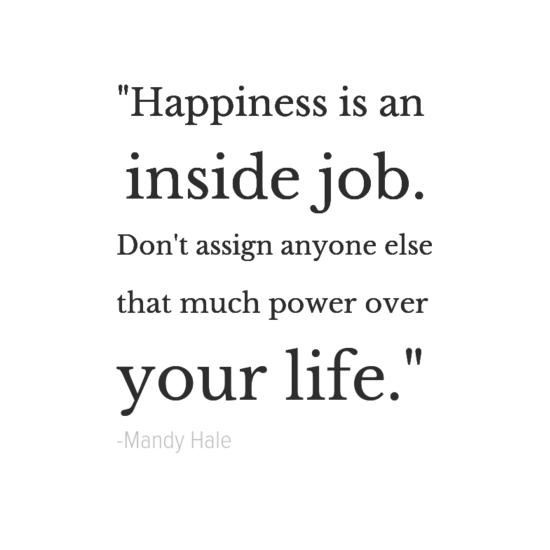 ماندي هيل تجعل اقتباسات سعادتك الخاصة