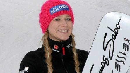 "<a href=""http://www.fis-ski.com/snowboard/parallel/athletes/athlete=kober-amelie-78836/"">fis-ski.com</a>"