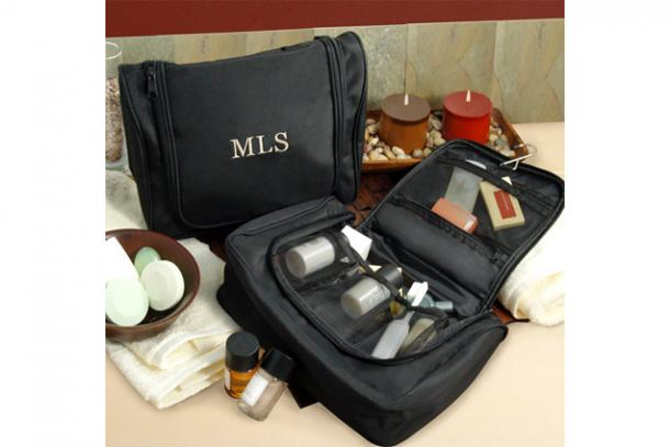 "<a href=""http://www.potterybarn.com/search/results.html?words=mens+toiletry+bags"">potterybarn.com</a>"