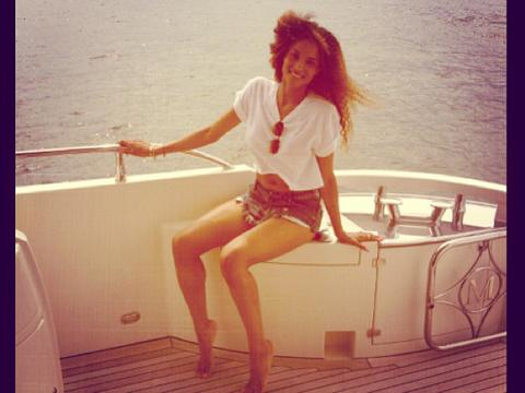 "<a href=""http://distilleryimage11.ak.instagram.com/e77d3556ee9b11e29a1f22000ae801dd_7.jpg""/>Ciara Instagram</a>"
