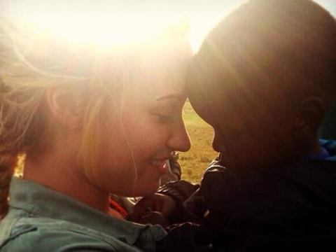 "<a href=""http://distilleryimage3.ak.instagram.com/856ff6800d0b11e38f2522000a9f148e_7.jpg""/>Demi Lovato Instagram</a>"