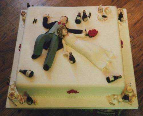 """<a href=""""http://cakepicturegallery.com/v/cool-wedding-cake-decorating_001/cake31.jpg.html#.UjNBBsaTjKA""""> cakepicturegallery.com </a>"""