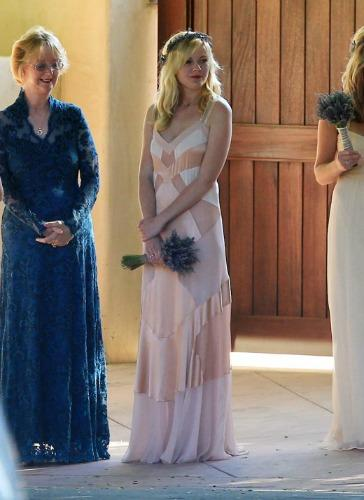 "<a href=""http://fabzz.com/kirsten-dunst-bridesmaid-at-the-wedding-of-her-best-friend.html"">fabzz.com</a>"