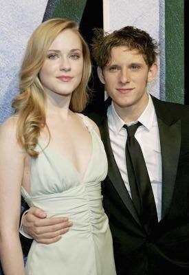 "<a href=""http://www.nydailynews.com/entertainment/gossip/newlyweds-evan-rachel-wood-jamie-bell-robbed-article-1.1197030""> nydailynews.com </a>"