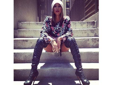 "<a href=""http://distilleryimage9.ak.instagram.com/0df97f7afa2511e295d322000aa80060_7.jpg""/>Kelly Rowland Instagram</a>"