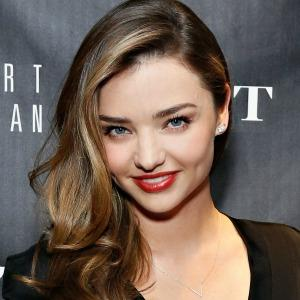 """<a href=""""http://www.metro.us/newyork/lifestyle/style/2013/10/25/miranda-kerr-spills-her-style-beauty-and-wellness-tips/"""" target=""""_blank"""">metro.us</a>"""