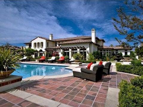 "<a href=""http://www.starmap.com/wp-content/uploads/2013/12/justin-bieber-calabasas-house.jpg""/>Justin Bieber's Calabasas Mansion Just Sold To Khloe Kardashian</a>"