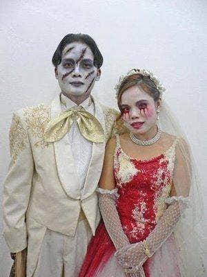 "<a href=""http://oddfuttos.blogspot.com/2010/07/vampire-wedding-dress.html""> oddfuttos.blogspot.com </a>"