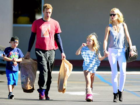 """<a href=""""http://blog.chili-tv.it/wp-content/uploads/2013/04/Moses-Chris-Apple-e-Gwyneth-Paltrow.jpg""""/>Moses Martin, Chris Martin, Apple Martin & Gwyneth Paltrow</a>"""