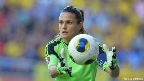 "<a href=""http://www.dw.de/germany-goalkeeper-nadine-angerer-is-uefas-european-footballer-of-the-year/a-17038594"">dw.de</a>"