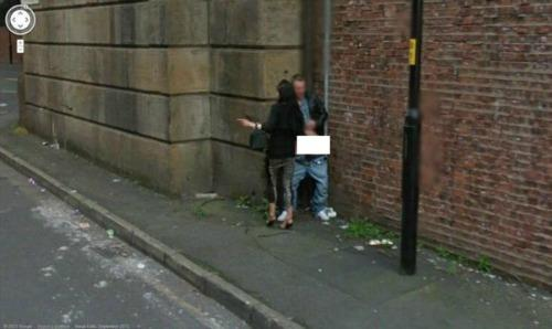 """<a href=""""http://www.uncoverdiscover.com/humour/top-10-awkward-moments-caught-on-google-street-view/moment1/"""">uncoverdiscover.com</a>"""
