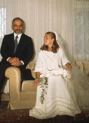 "<a href=""http://fashionbride.wordpress.com/2009/03/05/royal-bride-queen-noor/"">fashionbride.wordpress.com</a>"