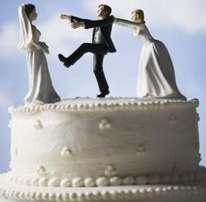 "<a href=""http://www.buzzle.com/articles/funny-wedding-cake-toppers.html"">buzzle.com</a>"