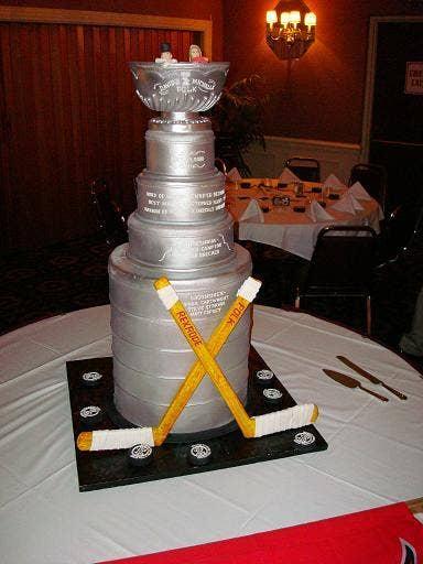 "<a href=""http://boards.weddingbee.com/topic/let-him-eat-cake#axzz2enCb6UY8"">weddingbee.com</a>"