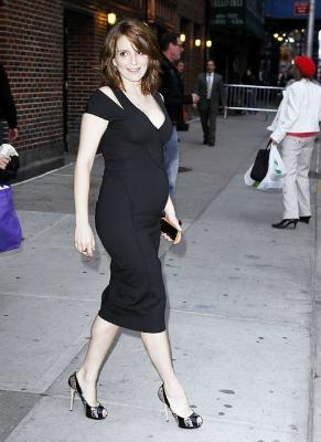 "<a href=""http://icydk.com/2011/04/12/tina-fey-debuts-her-pregnancy-curves-at-the-letterman-show-last-night/""> icydk.com </a>"