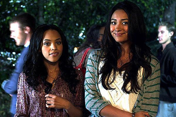 bianca lawson and shay mitchell as emily and maya on pretty little liars, pretty little liars lesbian, emily pretty little liars, shay mitchell pretty little liars, pll, pll shay mitchell, pll emily, emily pll, same-sex, gay, lesbian