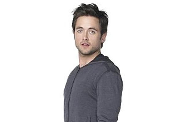 "10 Facts About ""Shameless"" Justin Chatwin"