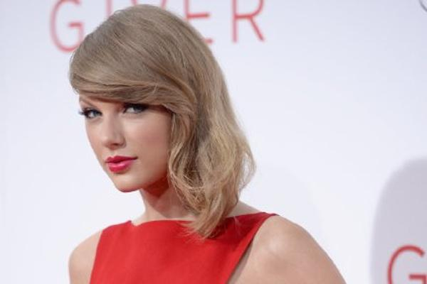 taylor swift on off