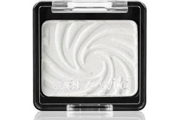 20. White Eyeshadow