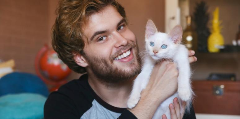 6 Freaky Behaviors Men Have That Are EXACTLY Like Cats