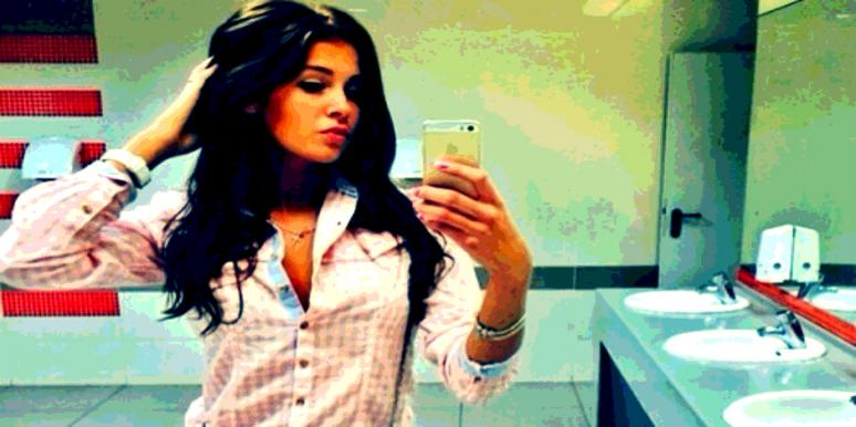 What Your Bathroom Selfie REALLY Says About You