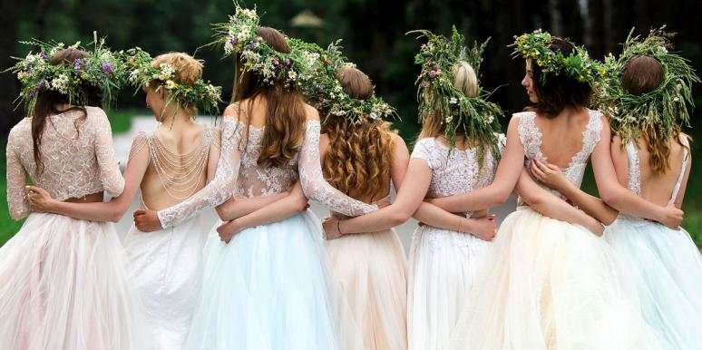 Record-Setting Bride Has Over 100 Bridesmaids